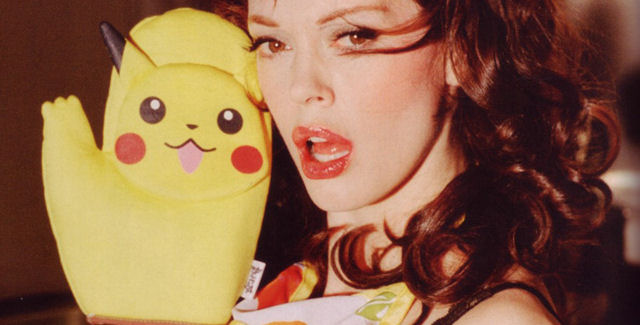 Rose McGowan's Pikachu oven mitts