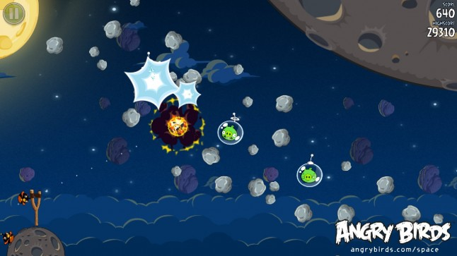 Angry Birds Space Bomb Bird Screenshot