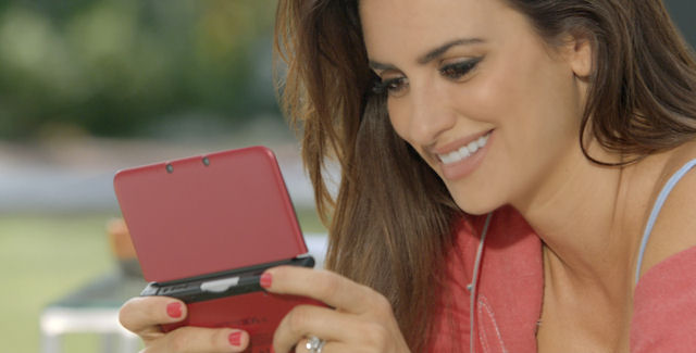 Penelope Cruz Plays New Super Mario Bros 2